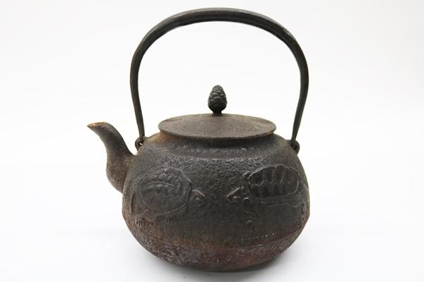 南部鉄器 正圓堂 鶴亀紋様 鉄瓶